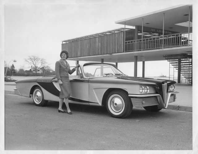 1959 Scimitar Concept Car Press Photo for Olin by Brooks Stevens Associates 0044