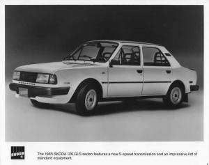 1985 Skoda 120 GLS Sedan Press Photo 0001