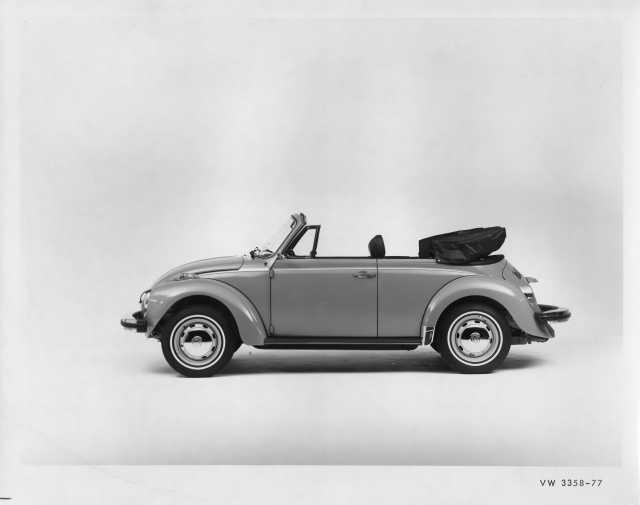 1977 VW Volkswagen Beetle Bug Convertible Press Photo and Release 0020