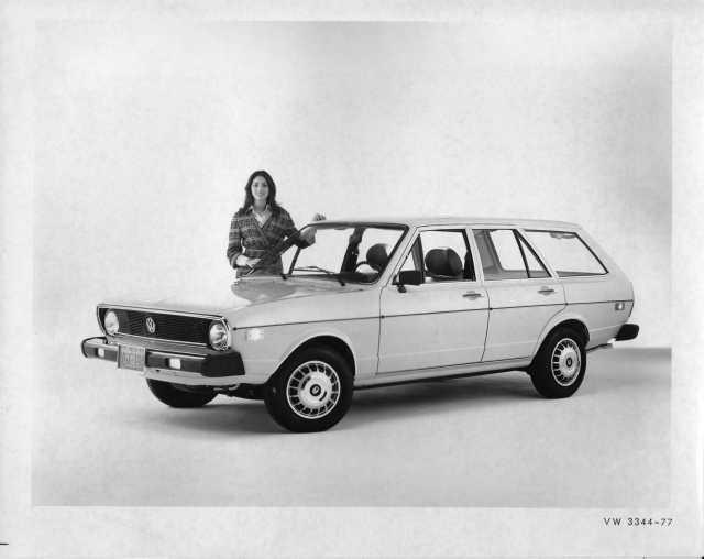 1977 VW Volkswagen Dasher Station Wagon Press Photo and Release 0026