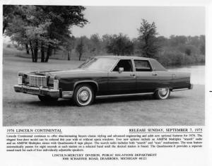 1976 Lincoln Continental 4-Door Press Photo 0047