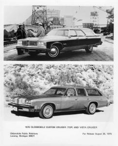 1976 Oldsmobile Custom and Vista Cruiser Factory Press Photo 0213