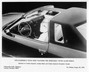 1976 Oldsmobile Cutlass Hatch Roof T-Top Factory Press Photo 0217