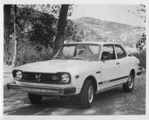 1976 Subaru 2-Door Sedan Press Photo and Release 0002