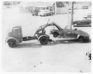 1950 REO Tow Truck with Wrecked Car Press Photo 0003