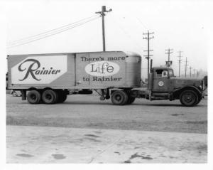 1940s-1950s Rainier Beer Tractor Trailer Press Photo 0001