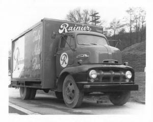 1952 Ford F-5 COE Box Truck Press Photo 0193 - Rainier Truly Mild Beer