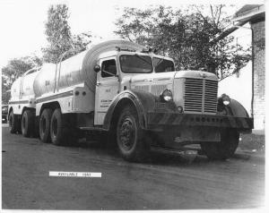 1947 Available Tandem TankerTruck Press Photo 0004