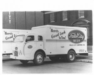 1951 White Falls City Beer Truck w/ Hercules Body Press Photo 0040