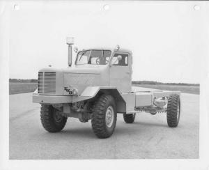 1952 FWD Truck Cab & Twin Steer Chassis Front View Press Photo 0006