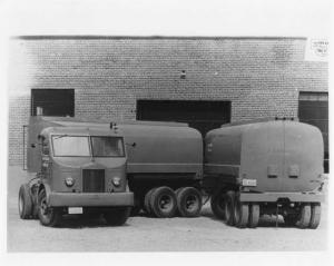 1941 Sterling Truck with Heil Tanker Trailer Press Photo 0041