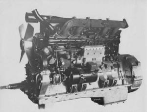 1930s AEC 95 HP 6 Cylinder Engine Press Photo Lot 0009