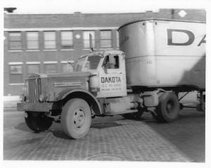 1949 Sterling Model WS2-62 Diesel Truck Press Photo 0057 - Dakota