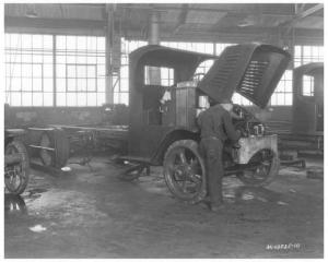 1925 Mack AK Truck in the Shop Press Photo 0285