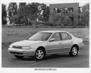 1995 Nissan Altima Press Photo 0006