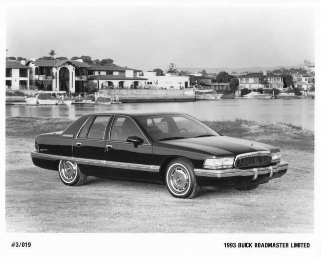 1993 Buick Roadmaster Limited Press Photo 0130