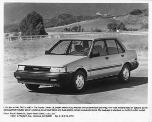 1986 Toyota Corolla LE Sedan Press Photo 0030