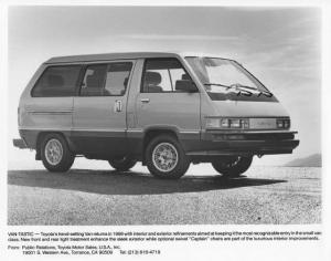 1986 Toyota Van Press Photo 0034