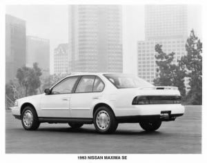 1993 Nissan Maxima SE Press Photo 0016