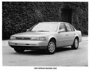 1993 Nissan Maxima GXE Press Photo 0017