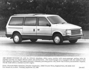 1989 Plymouth Grand Voyager LE Press Photo 0068