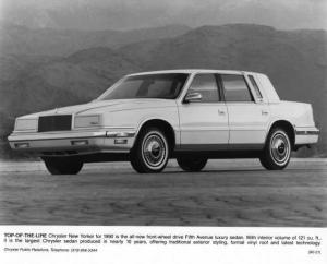 1990 Chrysler Fifth Avenue New Yorker Press Photo 0072